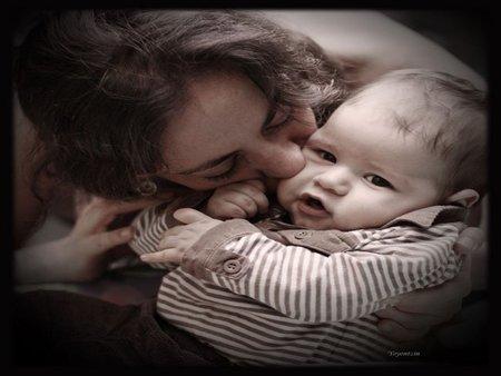 La foto de tu bebé: nada como los besos de mamá