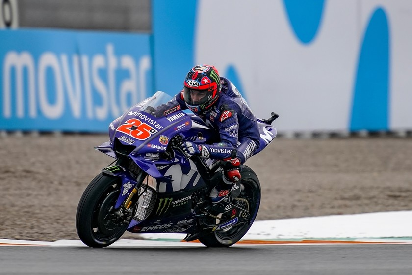 Maverick Viñales se lleva la pole de MotoGP en Valencia y Marc Márquez acaba quinto tras dislocarse el hombro