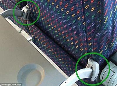 Si el pasajero de adelante reclina su asiento, usa este sistema para evitarlo