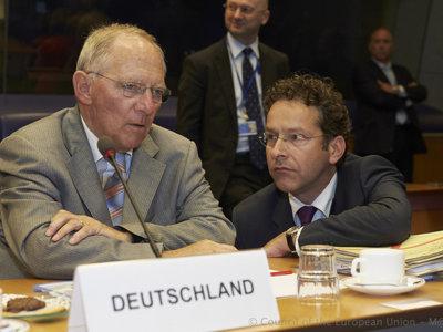 El plan de Merkel y Schauble para condenar a Grecia y expulsarla del euro