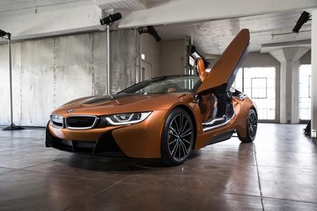 BMW i8 Roadster puerta levantada
