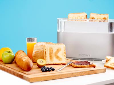 Esta tostadora dibuja en el pan de tu desayuno con la ayuda de tu móvil y el Wi-Fi de casa