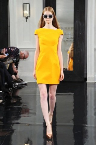 Victoria Beckham, Primavera-Verano 2011 amarillo