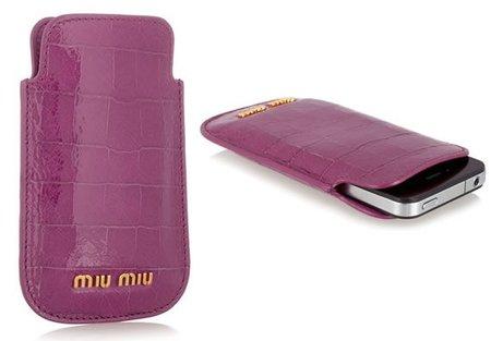Protege tu iPhone con las fundas de Miu Miu