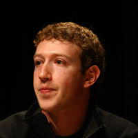 Mark Zuckerberg asegura que sus datos de Facebook también fueron vendidos a terceros