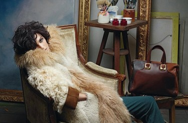 Fendi es Anja Rubik en la campaña Otoño-Invierno 2011/2012: la pintura y la moda unidas de nuevo
