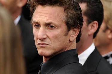 Scarlett Johansson o Charlize Theron ¿a cuál se ha camelado Sean Penn de las dos?