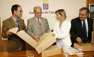 Canarias presenta el nuevo envase para embarcar sus vinos
