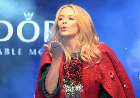 Kylie Minogue inaugura las luces de Navidad con un look de Dolce & Gabbana