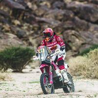 Laia Sanz coquetea con un posible paso a los coches tras completar su undécimo Dakar seguido en motos