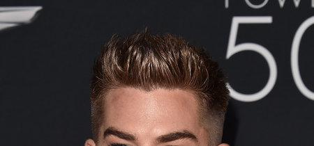 De azul y en plataformas: el look de Adam Lambert en la Gala de OUT Magazine
