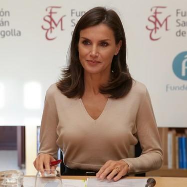 El nuevo look working de la Reina Letizia es muy fácil de copiar (y seguro que ya lo tienes en el armario)