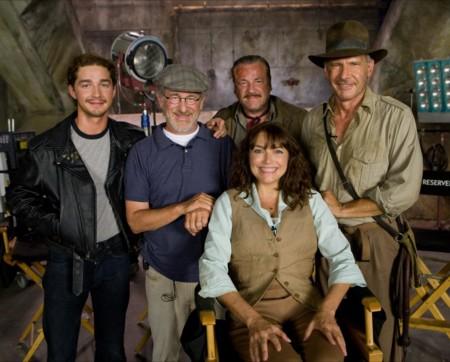 Spielberg con el reparto de Indiana Jones y el Reino de la Calavera de Cristal