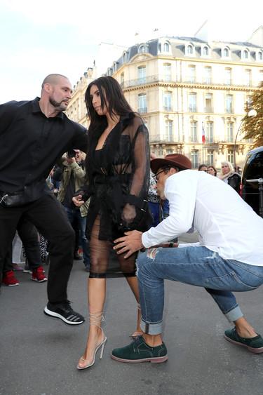 El acosador de Gigi Hadid intenta besar el trasero a Kim Kardashian