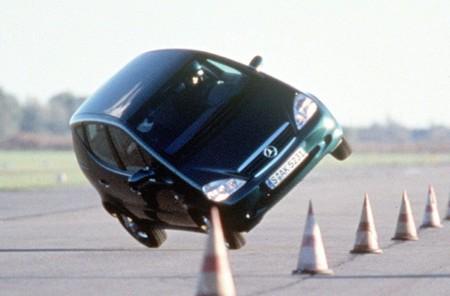 Mercedes-Benz Clase A prueba del alce volcando