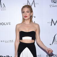 Kate Hudson confirma su adicción a los crop tops en los Daily Front Row Fashion Awards