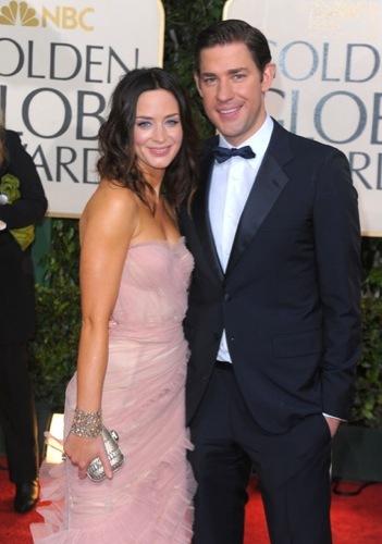 Los famosos mejor vestidos en los Globos de Oro. John Krasinski