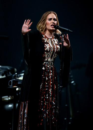 Si no quiere perder la voz, Adele tendrá que dejar de comer pizzas