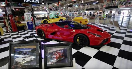 Esta colección definitiva de Ferrari a plena vista en un mercadillo es lo más raro que verás hoy