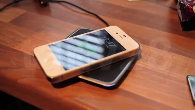 Modifican iPhone 4S y añaden capacidad de carga por inducción