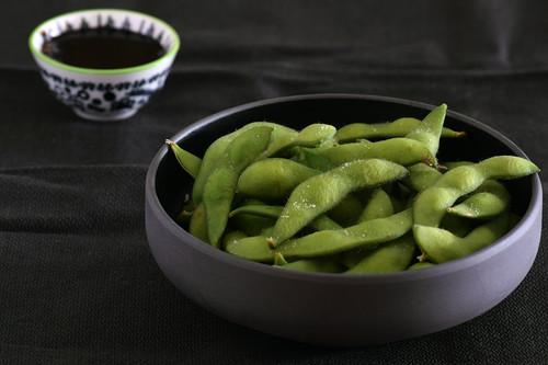 Edamame, no solo el snack de moda: qué es, cómo cocinarlo y cuáles son las mejores recetas para sacarle partido