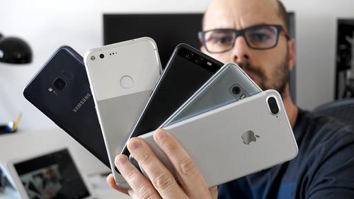 Los mejores teléfonos con cámara enfrentados, comparativa: el iPhone deja paso