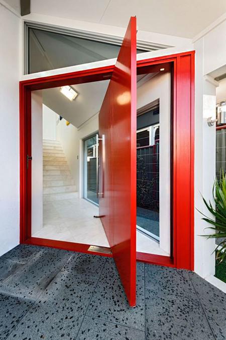 Moderna Puerta Roja 01