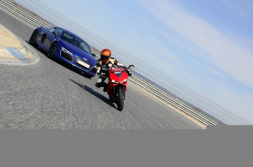 Foto de Ducati 899 Panigale Vs Audi R8 V10 Plus (9/24)