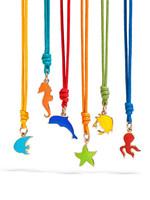Dodo cumple 20 años, y lo celebra con un arcoiris de colores en forma de esmaltes y de cordones de cuero de tonalidades pop