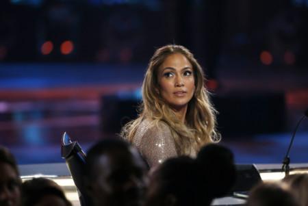 Para Jennifer Lopez los brillos nunca son demasiados a juzgar por su look en la final de American Idol