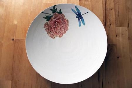 Da un aire especial a tu mesa con los adorables platos pintados a mano de Rekoko