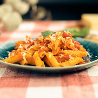Penne all'Arrabbiata: la receta clásica del delicioso plato de pasta picante, típico de Roma