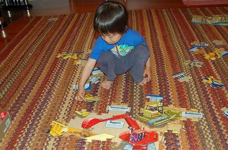 Niño y puzzle