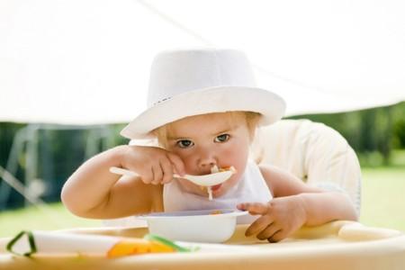Salir a comer fuera con nuestro bebé y disfrutar es posible, te contamos cómo