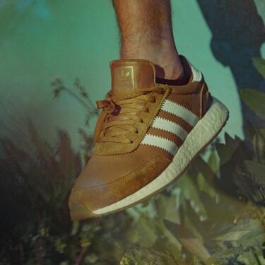 Comenzamos septiembre a pasos suaves con las zapatillas de suede que se apoderarán de todos tus looks de otoño
