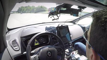 Un tramo de 20 km de la AP-7 ha sido el campo de pruebas de los coches autónomos en España