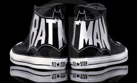 Converse presenta las Chuck Taylor con el Batman más retro