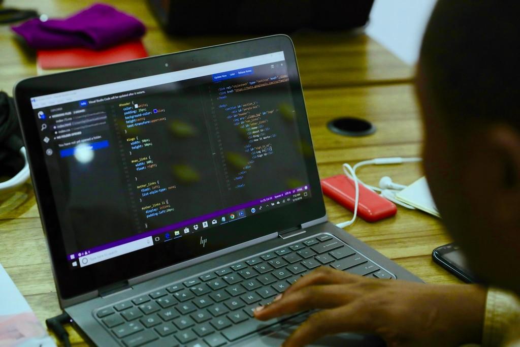 Un fallo de seguridad en una página de contenido pornográfico expuso los datos de más de un millón de perfiles de usuario