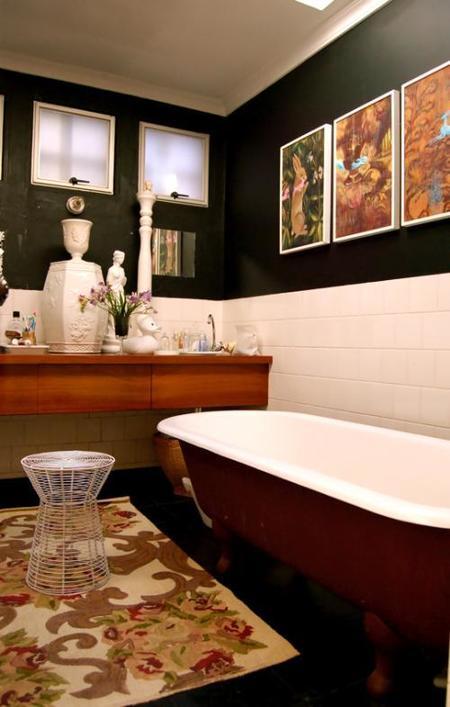 Una mala idea: cuadros sobre la bañera