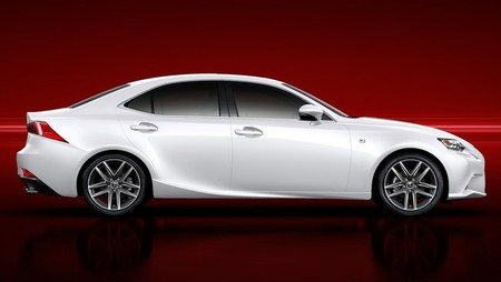 Lexus IS 300h perfil