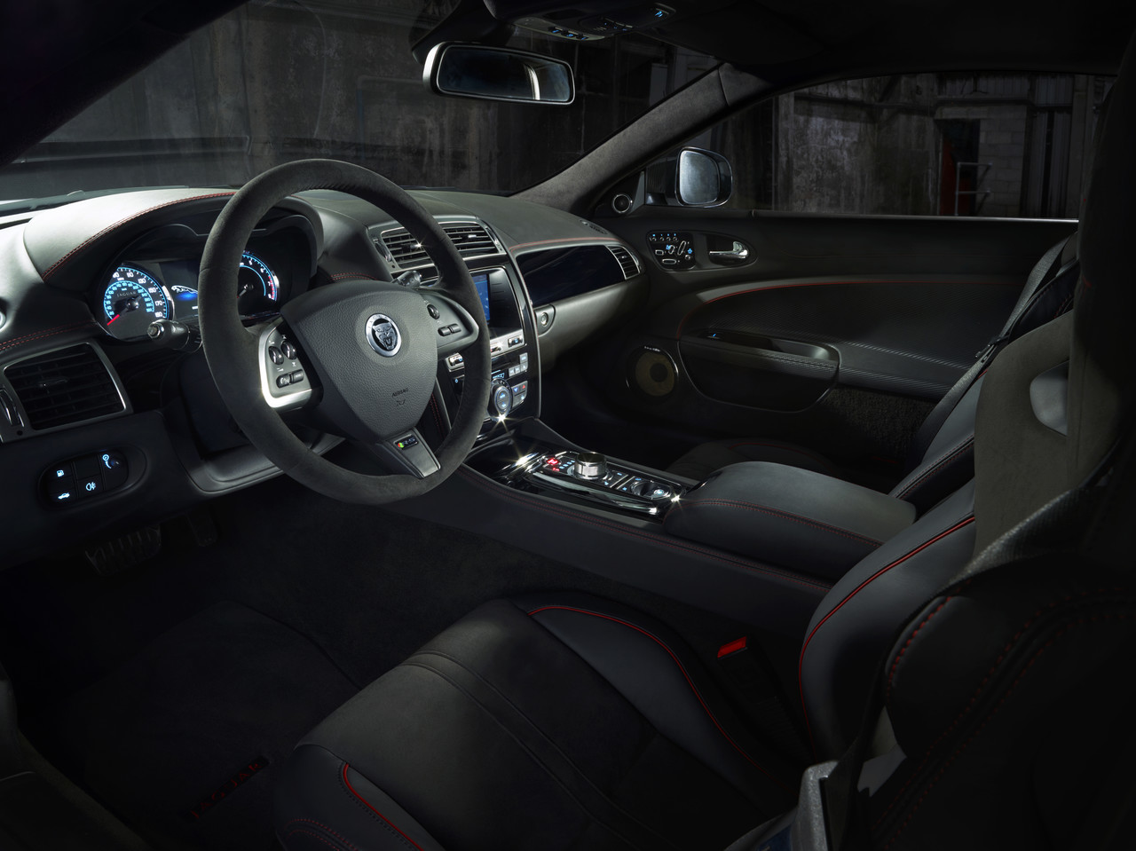 Foto de Jaguar XKR-S GT (8/20)