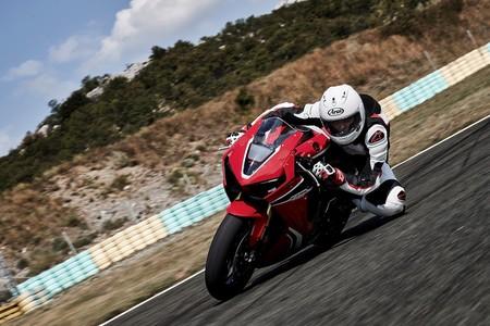 Honda CBR1000RR Fireblade 2017, la superbike que quiere reconquistar la carretera