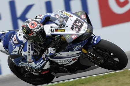 Superbikes República Checa 2011: Marco Melandri destrona al rey Max Biaggi en la primera carrera