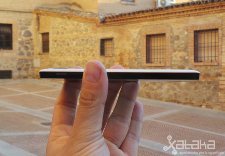 Nexus 5 Perfil en mano