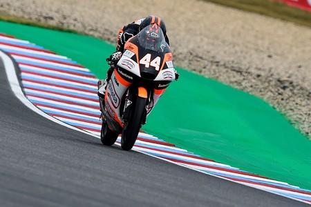 Arón Canet recupera el liderato de Moto3 gracias a una lección de mesura en Brno