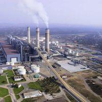 AMLO quiere regresar la generación de energía eléctrica por carbón, aunque la solar y eólica sean las más baratas en México