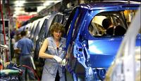 Renault recorta la producción de sus plantas de Douai y Sandouville