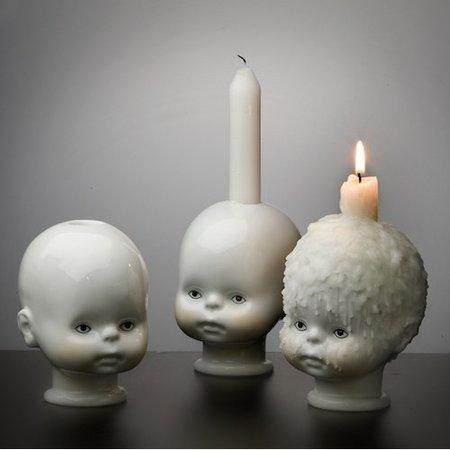 Un candelero un tanto macabro