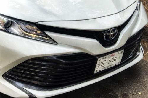 """Estos son los requisitos para obtener las placas y holograma """"E"""" para coches híbridos y eléctricos"""