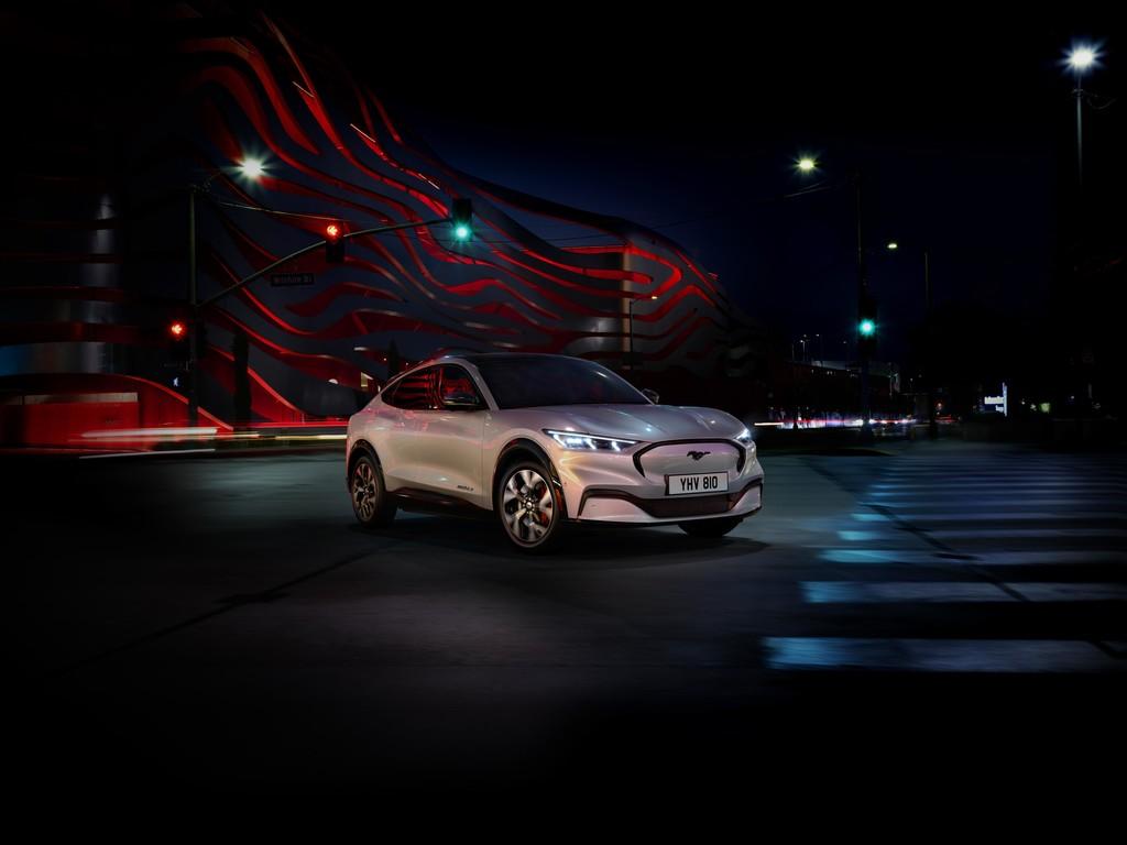 El Ford Mustang Mach-E, el primer SUV eléctrico de la marca, aterrizará en 2020 con hasta 600 km de autonomía y 465 CV
